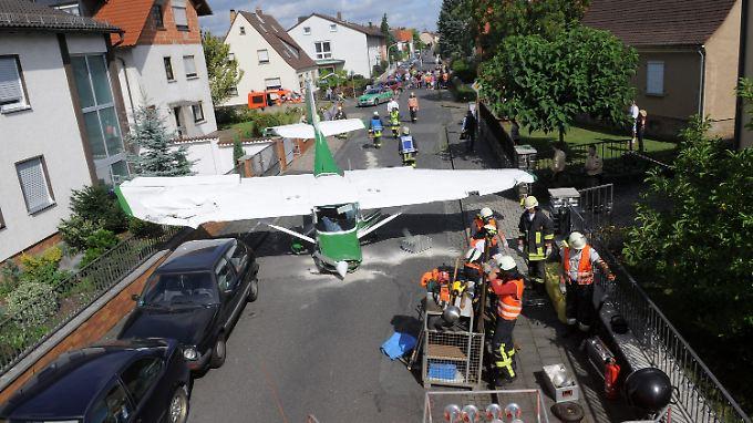 Mitten im Wohngebiet musste diese Cessna notlanden. Der Pilot vollbrachte eine echte Meisterleistung.