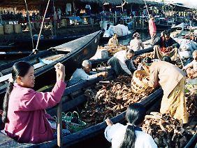 Quirliges Marktreiben an der südlichen Seite des Inle-Sees.