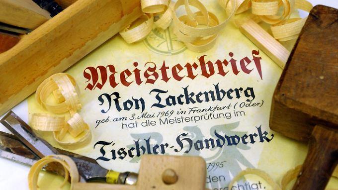 """Der Meisterbrief gilt im Handwerk als """"Großer Befähigungsnachweis""""."""