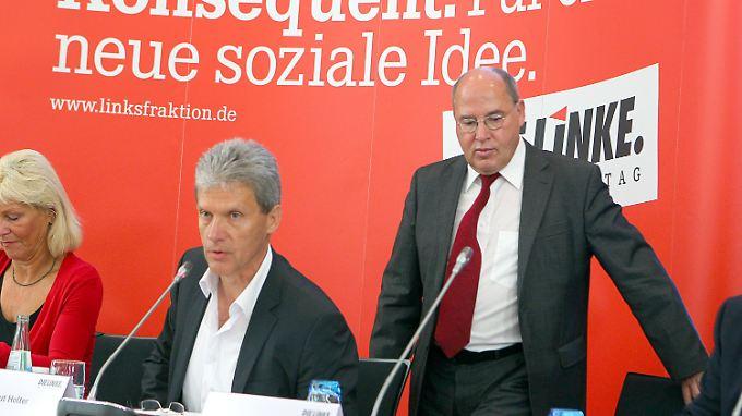 Gysi (rechts) und der Spitzenkandidat der Linken in Mecklenburg-Vorpommern, Helmut Holter.