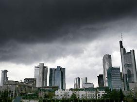 """Der Himmel über Frankfurt reißt auf. Der Anleihentausch ist ein """"guter Deal""""."""