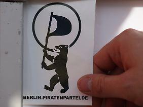Der Berliner Bär marschiert unter der Piratenflagge, vor allem mit Ideen können die Piraten bei ihren Wählern punkten.