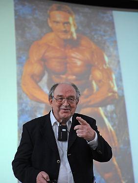 Auch Deutschlands profiliertester Doping-Jäger Werner Franke war in Freiburg dabei.