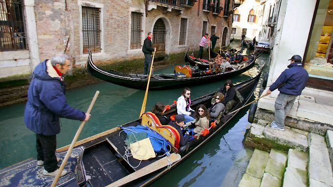 """Venedig lebt von den Touristen, die die Stadt """"überschwemmen""""."""
