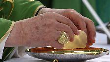Bundespräsident stellt unbequeme Fragen: Papst Benedikt XVI. besucht Deutschland