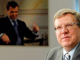 Der seit mehr als zehn Jahren amtierende Ressortchef verlor auf Betreiben von Präsident Medwedew seinen Posten.