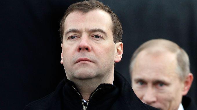Medwedew, Putin: Da passt kein Blatt dazwischen.