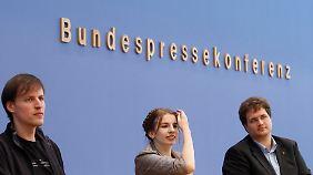 """""""Wir haben dazu noch keine Lösung"""": Piraten vor der Bundespressekonferenz."""