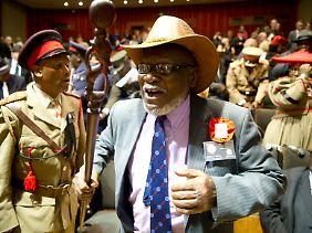 Mitglieder der namibischen Delegation bei der Übergabe der Schädel in der Charité.