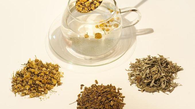 Einige Tees enthalten nach Angaben des Bundesinstituts für Risikobewertung  krebserregende Stoffe. Vor allem Kinder und Stillende sollten deshalb vorsichtshalber nicht ausschließlich Tee trinken.