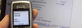 Das mobile TAN-Verfahren gilt bislang als sicher, weil zwei voneinader unabhängige Geräte involviert sind.