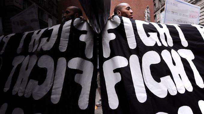 Demonstrant beim Gebäude der J.P. Morgan Chase Bank, nahe der Wall Street.