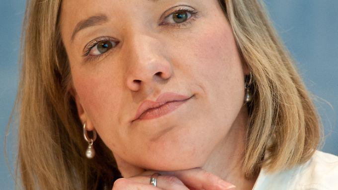 Schröder droht Unternehmen mit Geldbuße: Frauenquote sorgt weiter für Zwist