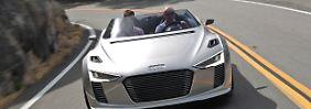 Erstmals vorgestellt wurde die Studie des Audi e-tron Spyder auf dem Automobilsalon Paris 2010.