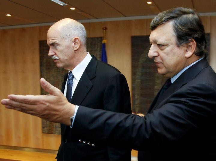 Kommissionspräsident Barroso (re.) begrüßt Griechenlands Ministerpräsidenten Papandreou.