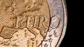 Die Euro-Länder stimmen Maßnahmen ab.