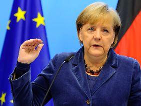 Noch in der Nacht nach dem Gipfel erklärte Kanzlerin Merkel die Beschlüsse.