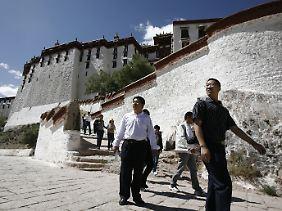 Chinesische und ausländische Touristen kommen wieder nach Tibet.