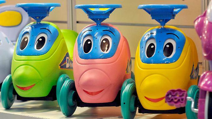 Bunt, laut und unterhaltsam: Kinder bekommen bei Spielzeug große Augen.