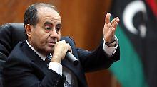 Der Vorsitzende der Übergangsregierung Dschibril informiert Den Haag über chemische Waffen in seinem Land.