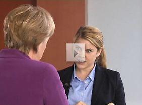 Staatliche Öffentlichkeitsarbeit (Standbild): Angela Merkel im Gepräch mit Lisa Lürken.
