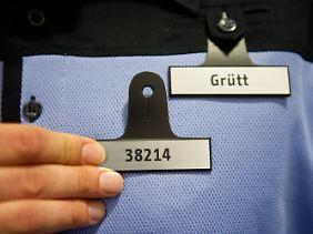 Streitpunkt Polizisten-Kennzeichnung: Es soll wechselnde Nummern geben.