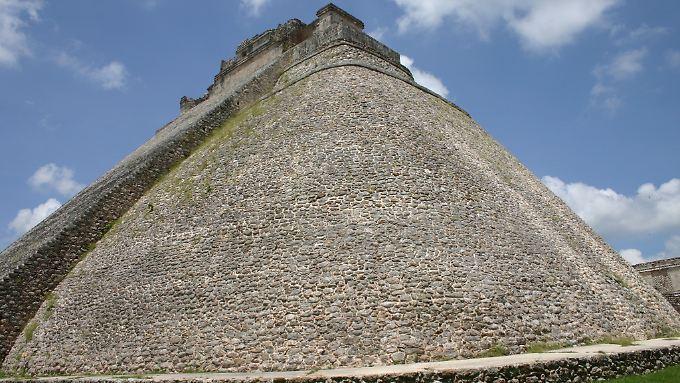 Die Fundstätte in Kabah liegt etwa 20 Kilometer südöstlcub der Ruinenstadt Uxmal. (im Bild: Pyramide in Uxmal)