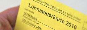 Die gelbe Papp-Karte des Jahres 2010 gilt auch noch für 2012.