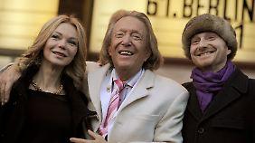 """Rolf Eden (M.), Brigitte und Regisseur Peter Dörfler bei der Premiere von """"The Big Eden"""" bei der Berlinale 2011."""