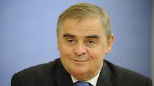 Peter Müller, einstimmig gewählt.