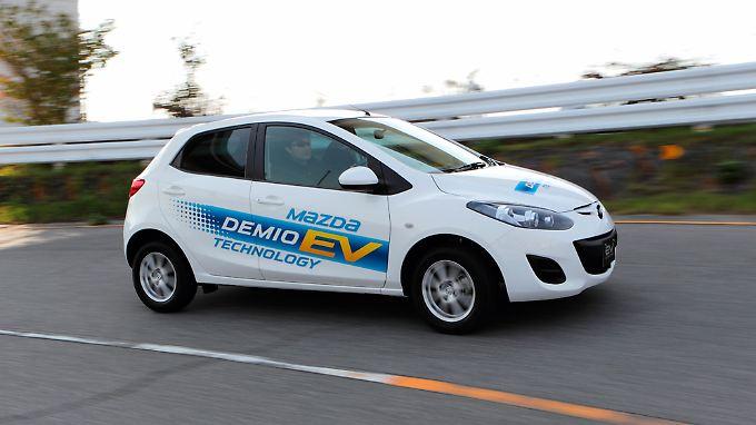 Der Mazda Demio soll 200 Kilometer Reichweite schaffen.