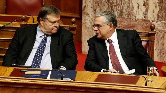 Bevölkerung ohne Vertrauen: Athen billigt Haushalt 2012