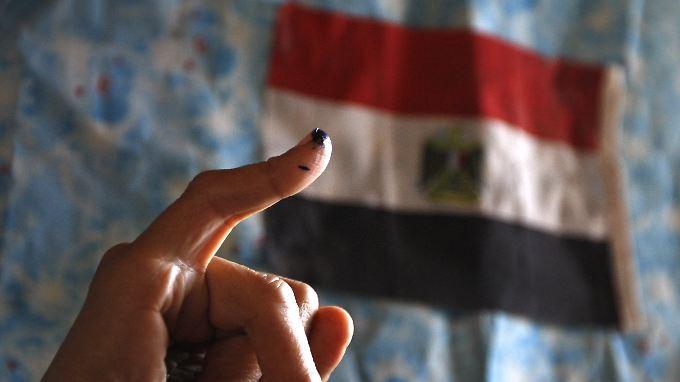 Die Markierung auf dem Finger zeigt an, dass die Stimme abgegeben wurde.