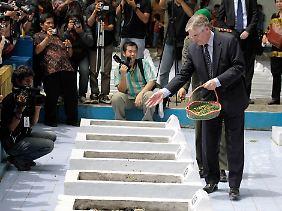 Botschafter de Zwaan ehrte die Toten.
