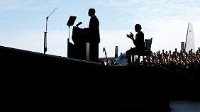 Mit auf der Bühne: Michelle Obama.