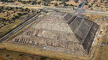 Die Sonnenpyramide von Teotihuacán aus der Luft.
