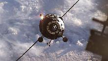 Ein russischer Progress-Raumfrachter nähert sich der ISS mit Nahrung, Treibstoff und anderen Versorgungsgütern. (undatierte NASA-Aufnahme)