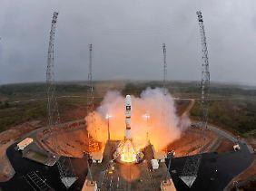 """Ende Oktober in Französisch-Guayana: Eine russische Sojus-Rakete vom Typ """"VS01"""" beginnt ihre Reise ins All. Mit an Bord: Zwei Galileo-Navigationssatelliten."""