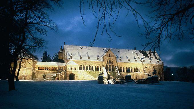 Die Kaiserpfalz im Winter - im Mittelalter zählte Goslar zu den wichtigsten Kaiserstädten, Heinrich II. hielt hier Hoftage und Synoden ab.