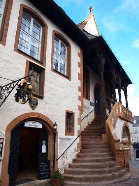 Goslar zählte zu den wichtigsten Kaiserstädten des Mittelalters - aber auch das Bürgertum zeigte sich selbstbewusst, wie man am Rathaus heute noch sieht.