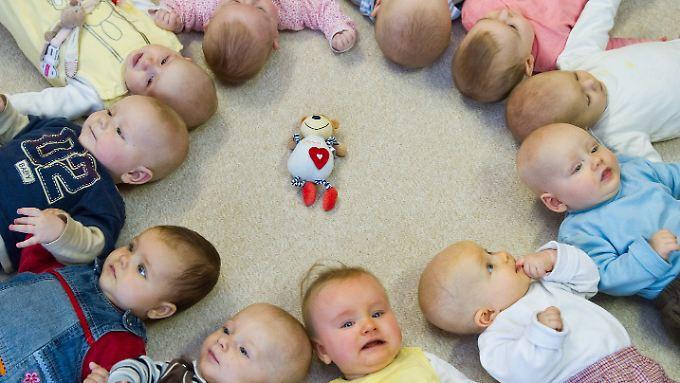 Deutschland soll mehr Kinder haben, doch wer kümmert sich um sie?