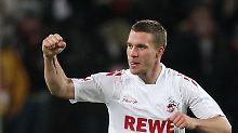 Lukas Podolski sollte beim 1. FC Köln bleiben, findet ein Minister aus NRW.