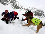 Jede Minute zählt - je früher Wintersportler eine Lawine bei der Bergwacht melden, desto schneller sind die Retter zur Stelle.