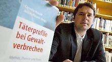 Kriminalpsychologe Jens Hoffmann hat ein Computerprogramm entwickelt, mit dem das Risiko für einen Amoklauf angezeigt werden soll.