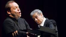 Quasthoff ist nicht nur Sänger, sondern auch Professor für Gesang in Berlin. (rechts neben ihm: Placido Domingo, bei einem Konzert in Wien 2005)