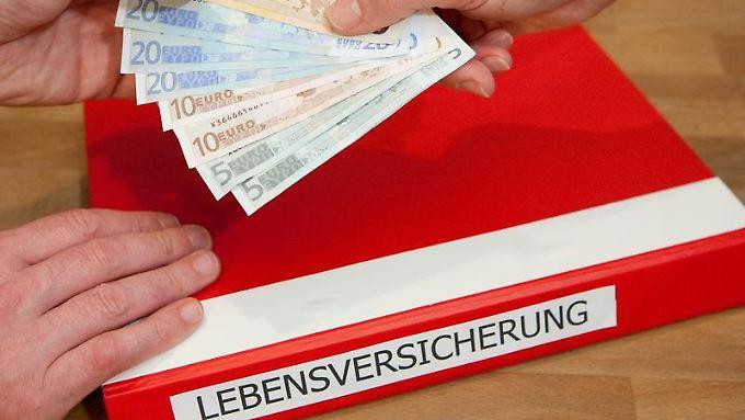 Sparer müssen sich auf eine niedrigere Rendite bei ihrer Lebensversicherung einstellen. (Foto:Kai Remmers)