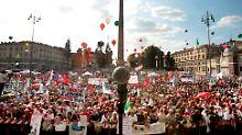 Die Piazza del Popolo ist gerammelt voll.