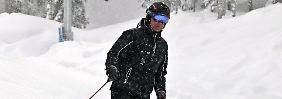 Russlands Präsident Dmitri Medwedew beim Skifahren im Skigebiet Krasnaja Poljana nahe Sotschi.