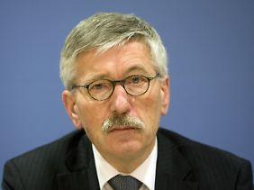 Für seine Äußerungen erntete Sarrazin Beifall von rechten Parteien: Die NPD-Fraktion in Sachsen wollte ihn zum Ausländerbeauftragten machen.