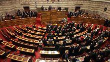 Am Sonntag dürfte das griechische Parlament etwas besser gefüllt sein. Schließlich geht es um die Zukunft des Landes.